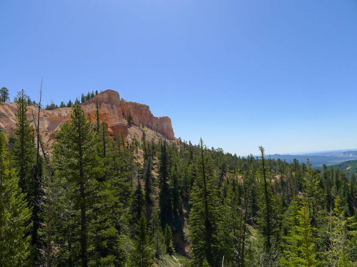 Canyon rim on Cassidy trail hike in Bryce Canyon National Park