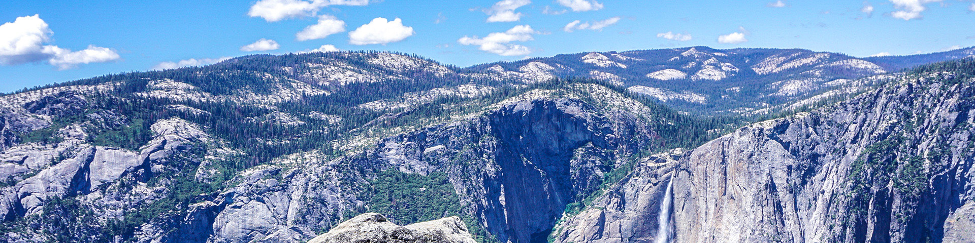 Panorama on the Sentinel Dome to Glacier Point hike in Yosemite Valley