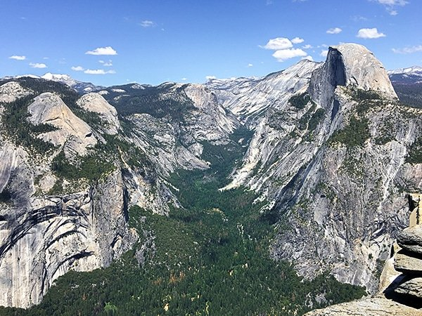 Scenery from the Sentinel Dome to Glacier Point hike in Yosemite Valley