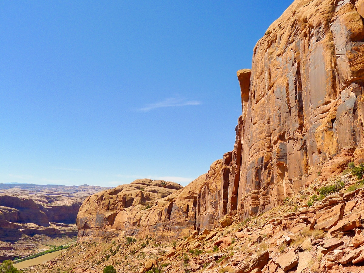 Dead Horse Point Loop hike near Moab is surrounded by beautiful cliffs