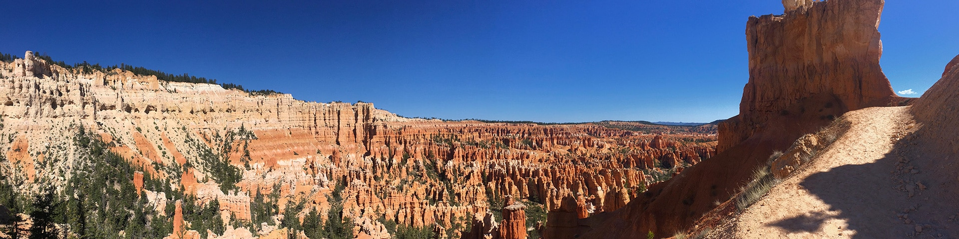 Peek-A-Boo Loop Trail hike in Bryce Canyon National Park has beautiful panoramic views