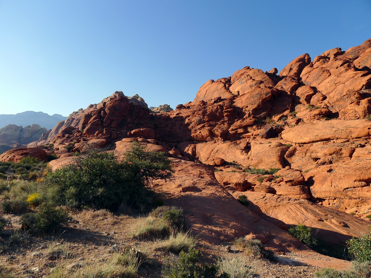 Ridgeline turns on the Calico Hills Loop Hike in Red Rock Canyon near Las Vegas