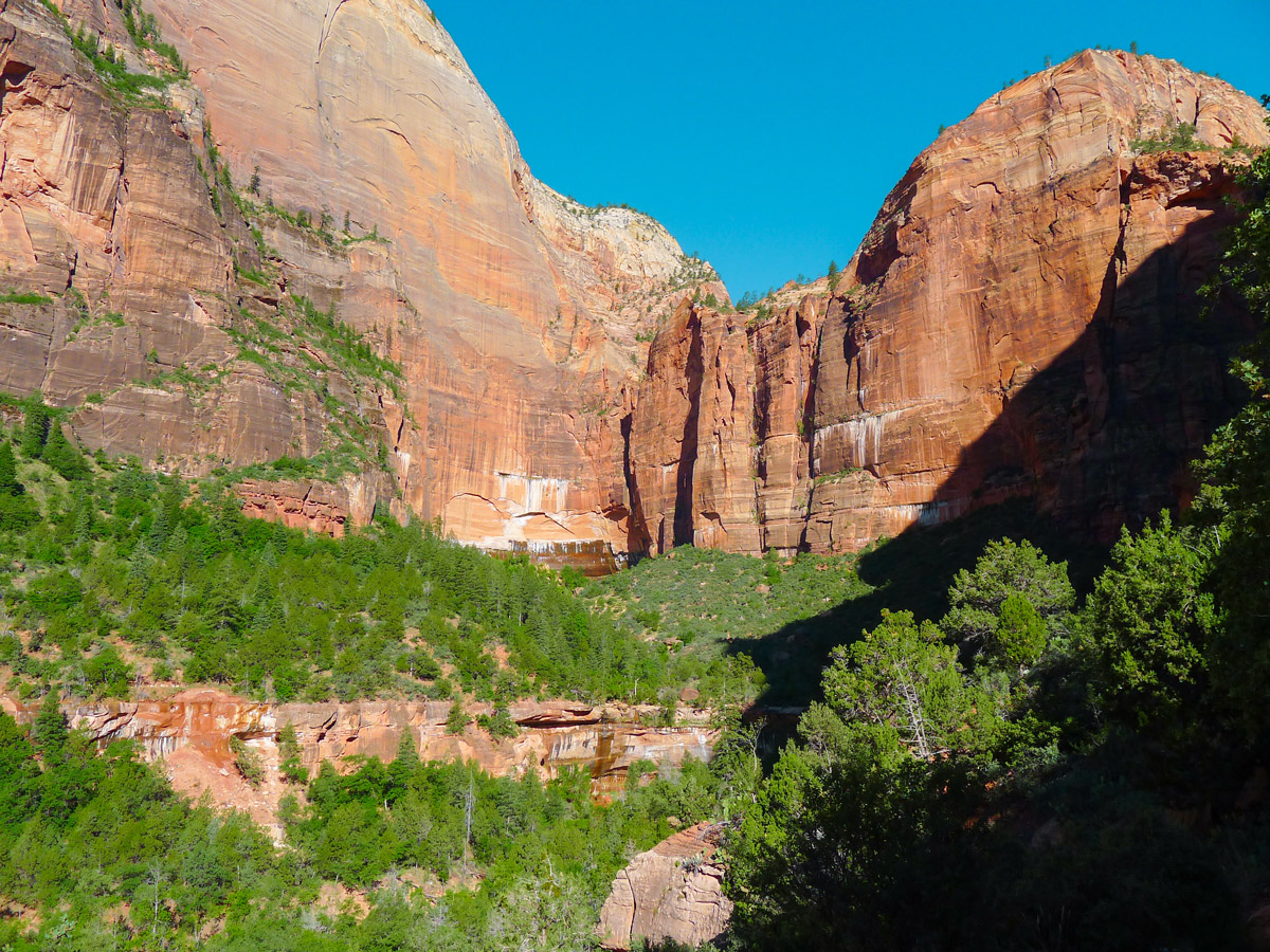 Emerald Pools hike in Zion National Park has amazing views
