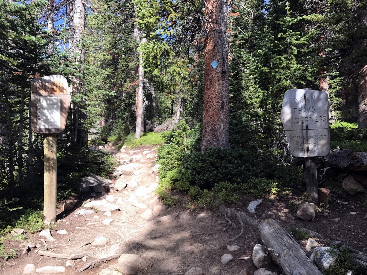 Blue Lake Trail Hike in Indian Peaks has good signing