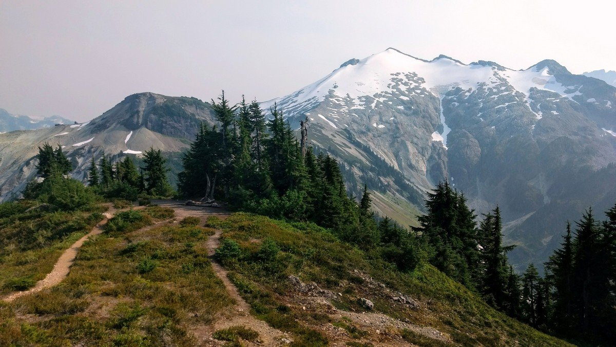 Hannegan Pass trail in Mount Baker has Ruth Mountain view