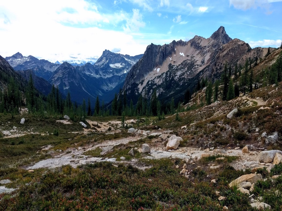 Mountain views from the Cutthroat Pass Hike in North Cascades National Park, Washington