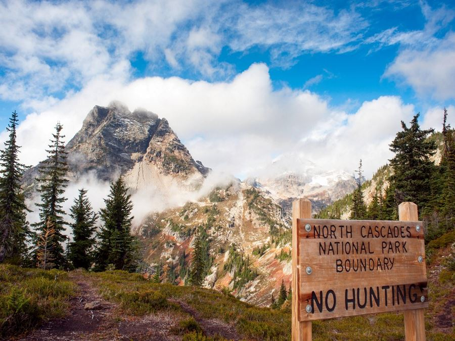 Boundary of North Cascades National Park on the Lake Ann Maple Pass Trail
