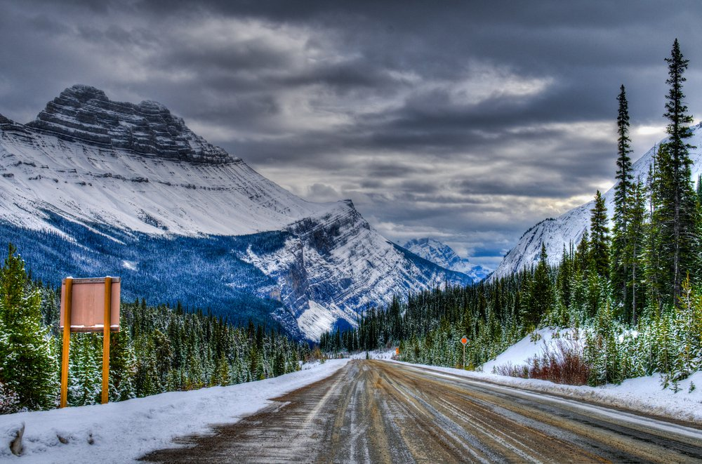 Winter driving on the stunning Icefields Parkway