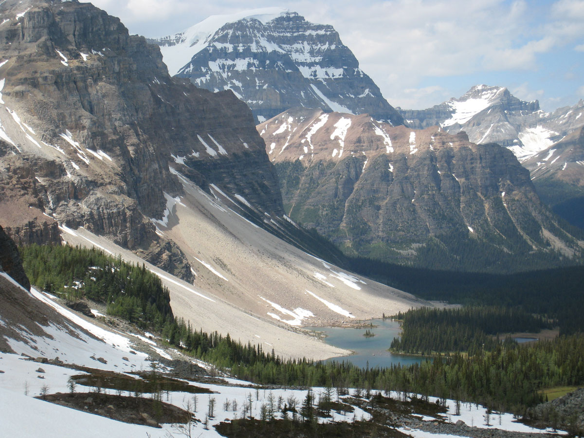 Scenic view of Egypt Lake backpacking trail in Banff National Park
