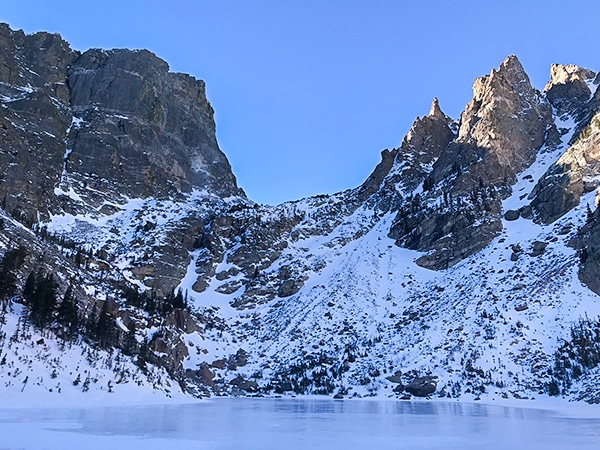 Emerald Lake snowshoe trail in Rocky Mountain National Park, Colorado