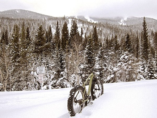 Scenery of Hessie snowshoe trail in Indian Peaks, Colorado