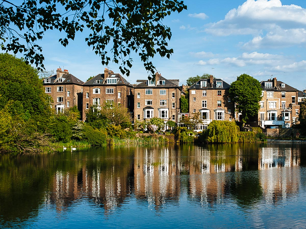 Stunning homes on Hampstead to Highgate walking tour in London, England