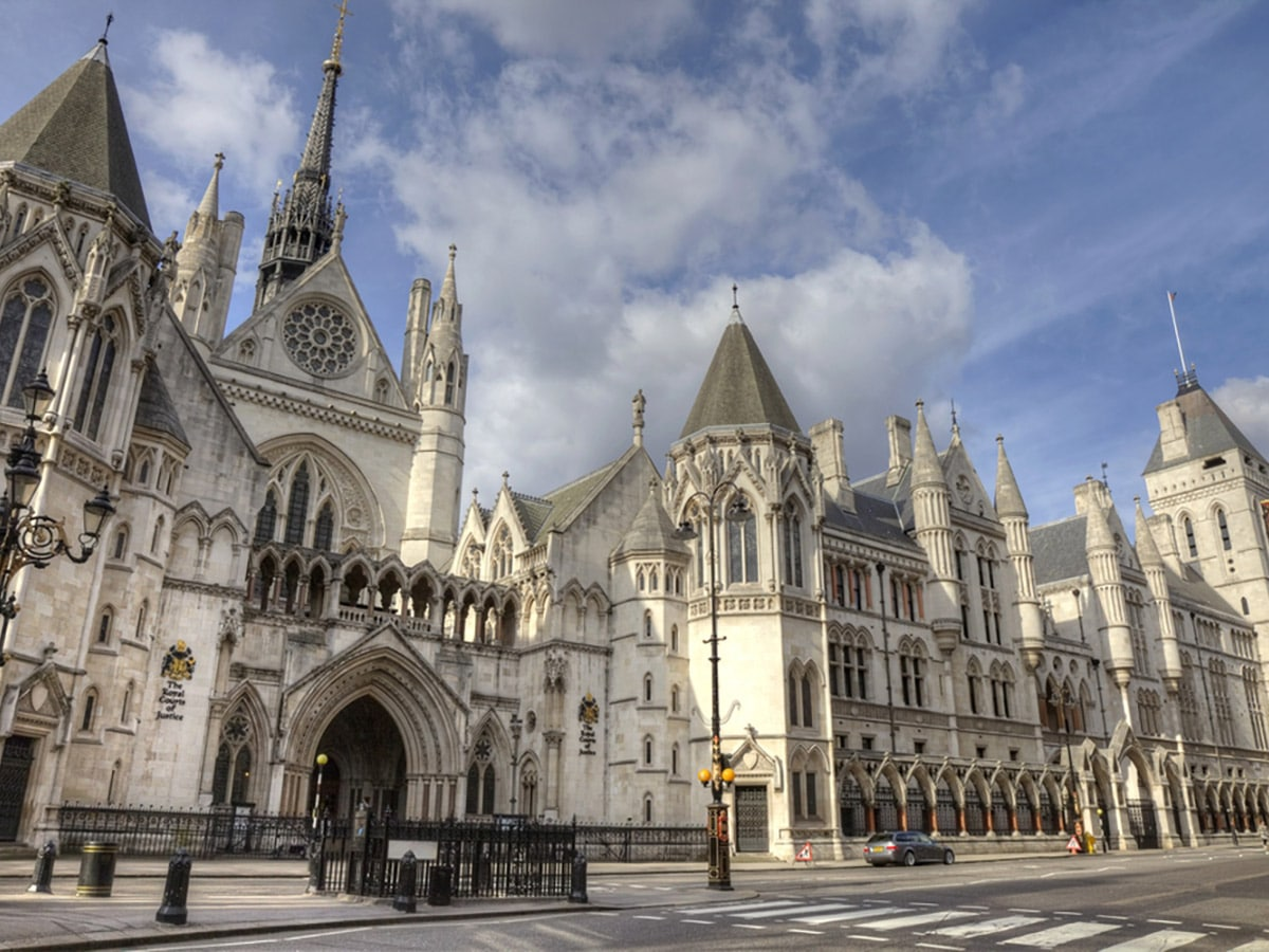 Royal Courts on Charing Cross to Tate Modern walking tour in London, England
