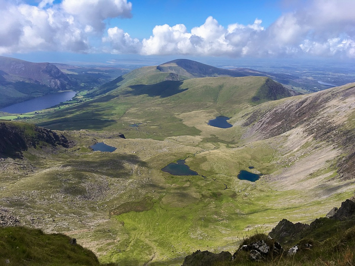 Snowdon Horseshoe hike has beautiful scenery of Llyn Glaslyn