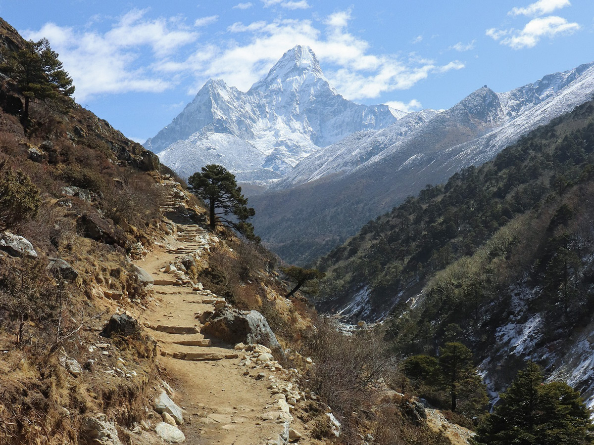 Trekking to Dingboche on the EBC Trek