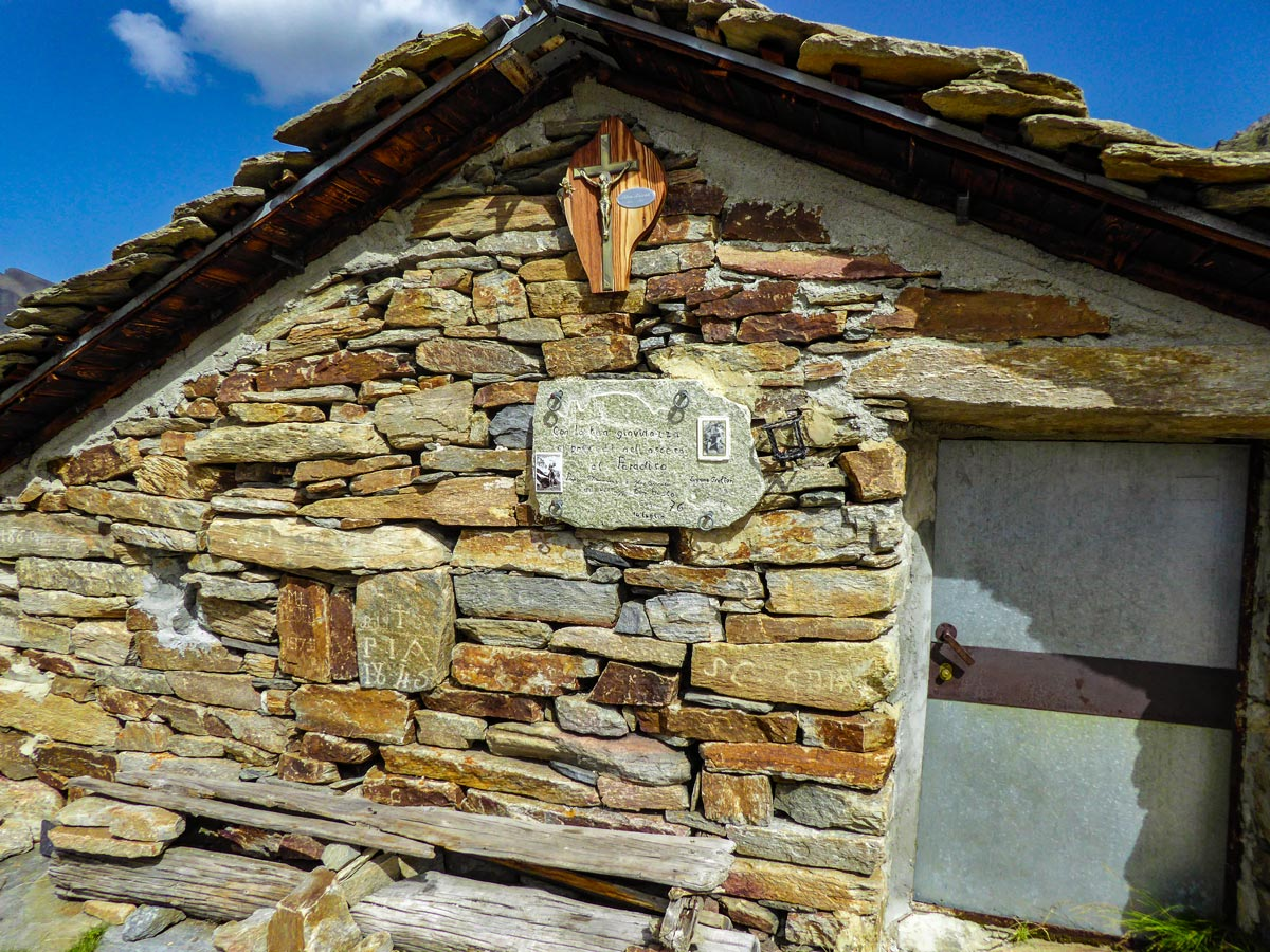 Old house on Alpe Money hike, Gran Paradiso National Park