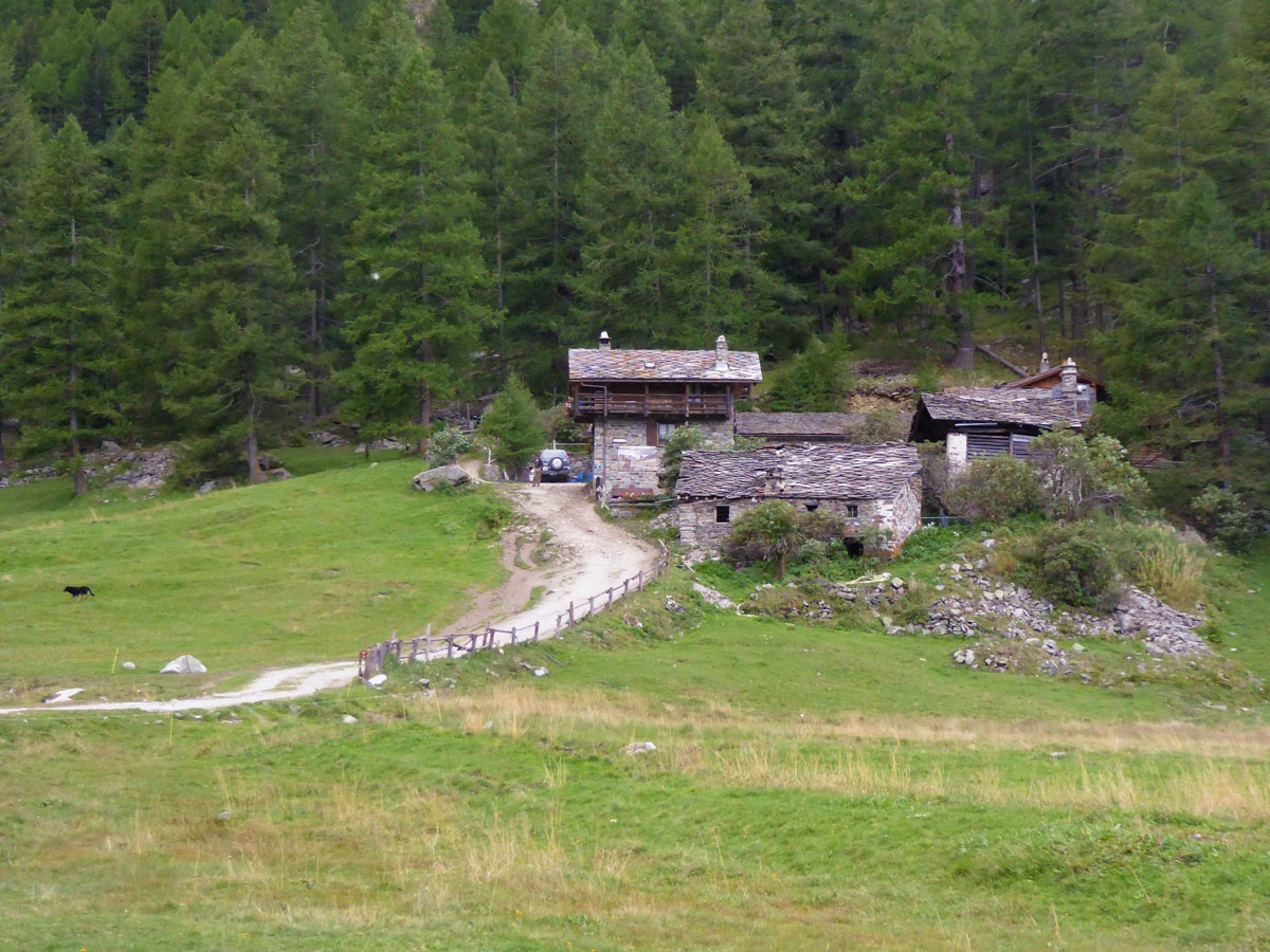 Old farmhouse along the Valnontey River trail