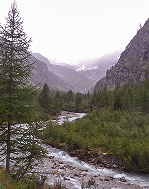 Panoramic view of Valnontey River trail