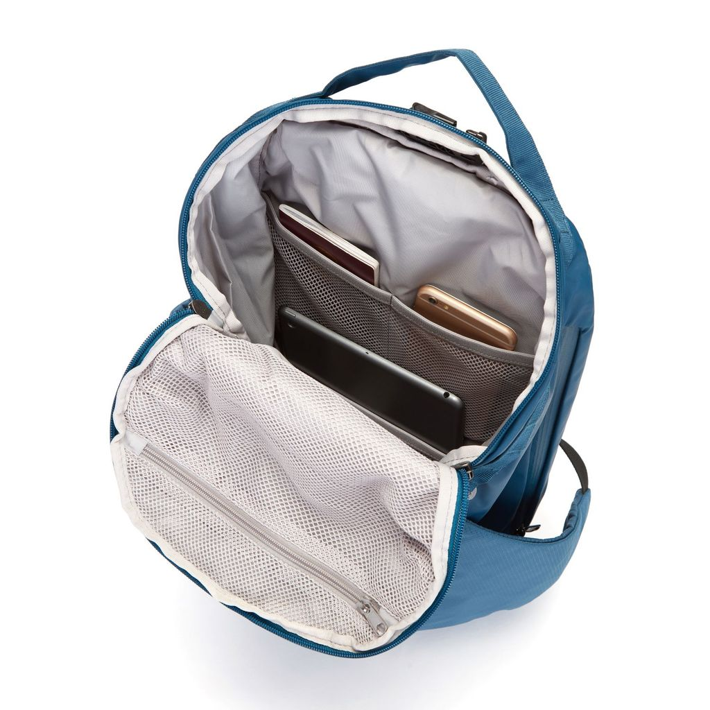 Pacsafe Venturesafe 34L interior compartments