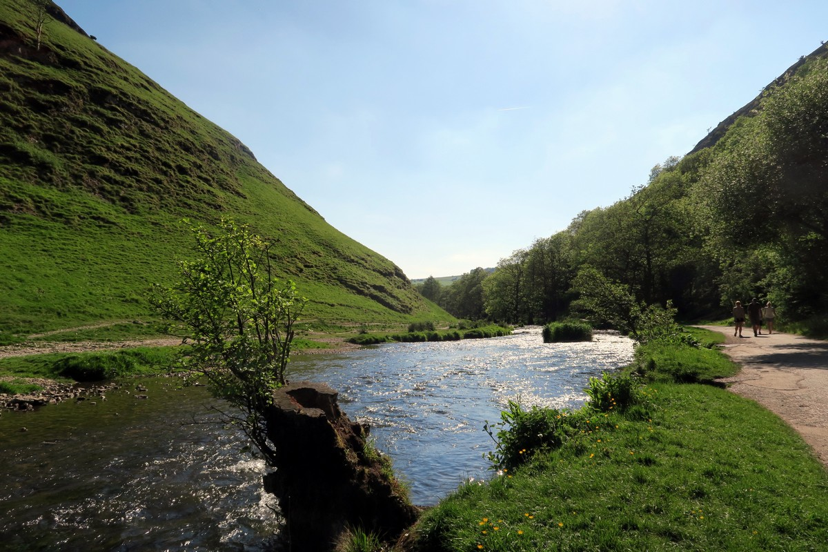 Dovedale circuit walk in the Peak District