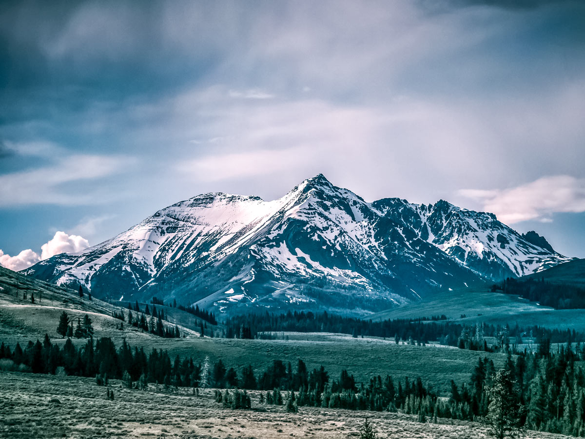 Beautiful moutnains seen from Yellowstone National Park winter