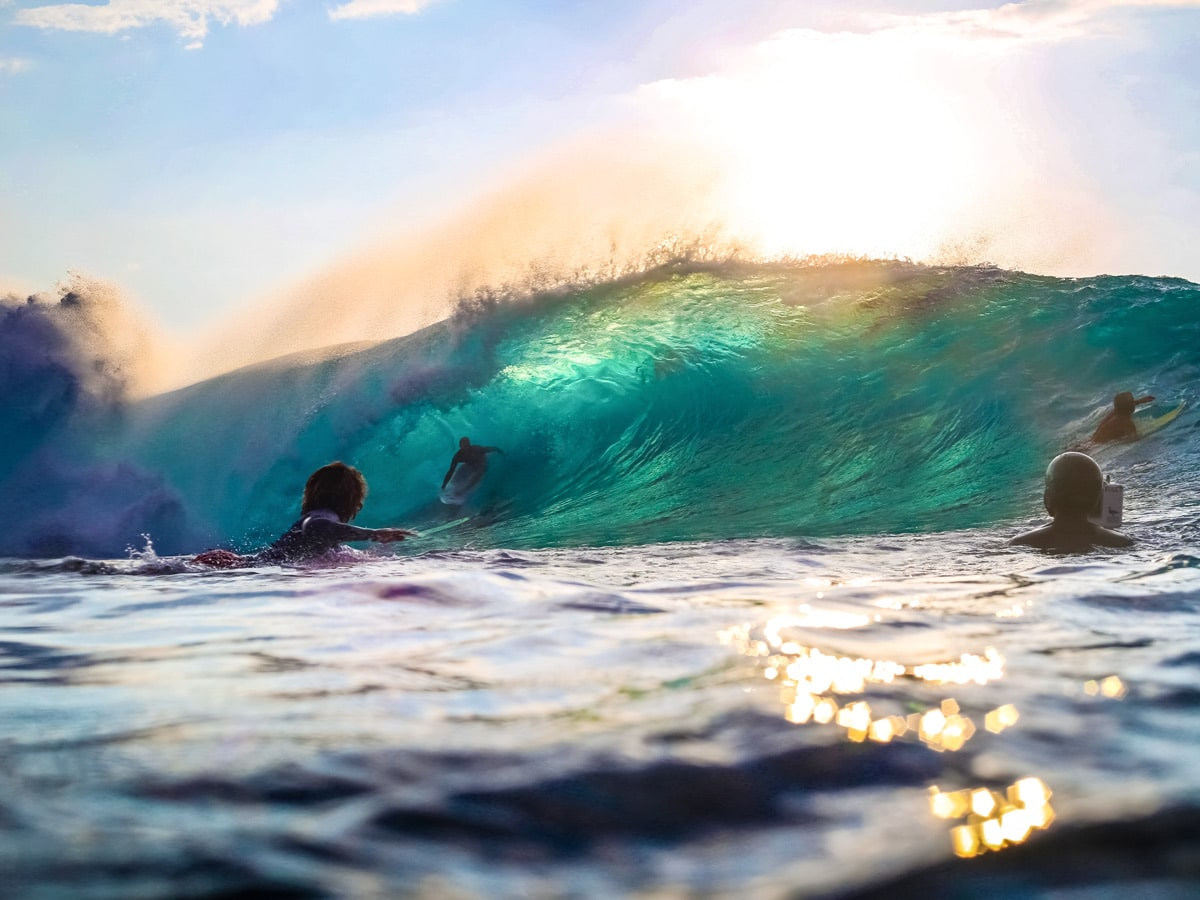 Surfing USA famous pipeline wave